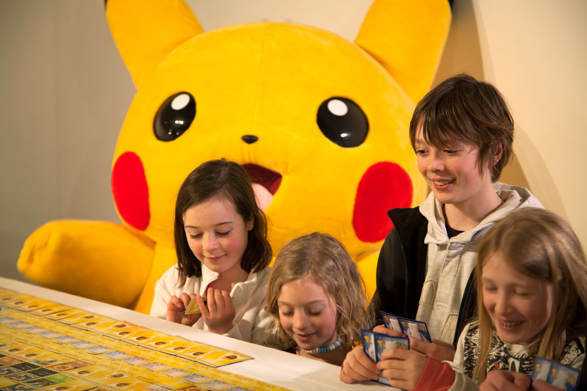 Kids helping to lay out the final cards for the huge Pokemon mosaic. ©2016 Pokémon/Nintendo